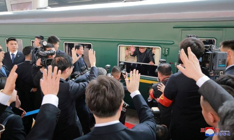 x75849760_REFILEADDING-CITYNorth-Korean-leader-Kim-Jong-Un-waves-from-a-train-as-he-paid-an-unof.jpg.pagespeed.ic.p5FHLwJcs2